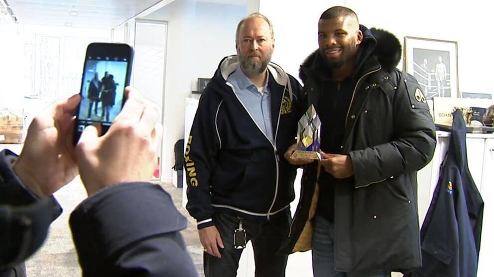 Badou Jack ha ricevuto un premio onorario dalla Swedish Boxing Association per la sua importanza per la boxe svedese.