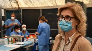 Dirigente sanitario italiano presso un centro di vaccinazione ad Ancona