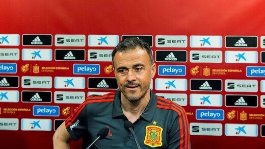 Luis Enrique prima di una conferenza stampa durante le qualificazioni agli Europei che ha dovuto annullare.