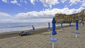 La località balneare di Posillipo vicino a Napoli apre le sue spiagge a metà maggio.