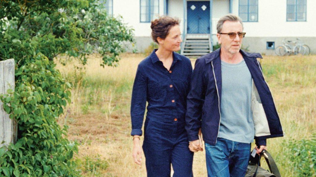 Vicky Krieps och Tim Roth spelar huvudrollerna i Bergman Island som tävlar om Guldpalmen 2021.