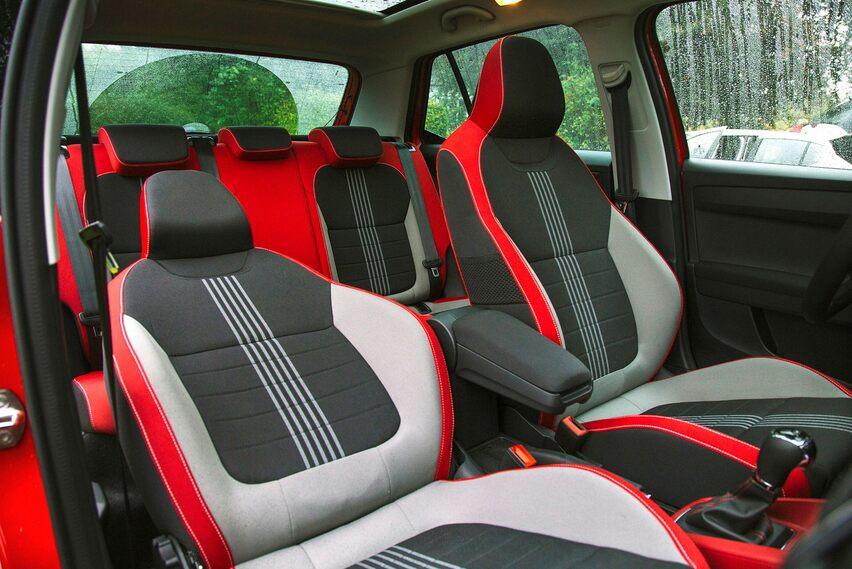 Se scegli l'attrezzatura Monte Carlo, l'interno può assomigliare a questo.  Le sedie da bowling non sono per tutti.
