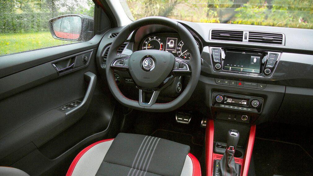 Touch screen semplice e comandi semplici.  Skoda Fabia è un'auto che prendi dopo un minuto di conoscenza.