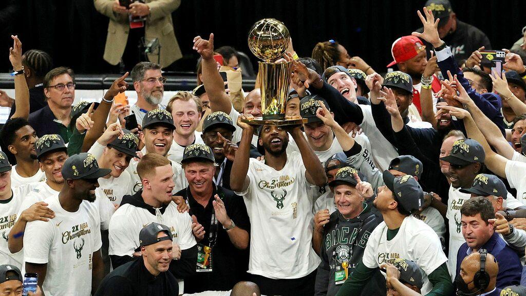 Milwaukee Bucks Campione NBA 2021 - Batti Phoenix