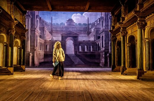 Anne Hallenberg in scena al teatro del castello di Drottningholm.