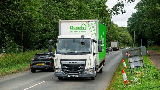 Ora c'è un'enorme carenza di camionisti nel Regno Unito.