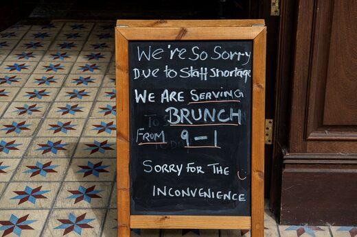 Orari di apertura limitati in un ristorante a Bracknell a causa della carenza di personale.
