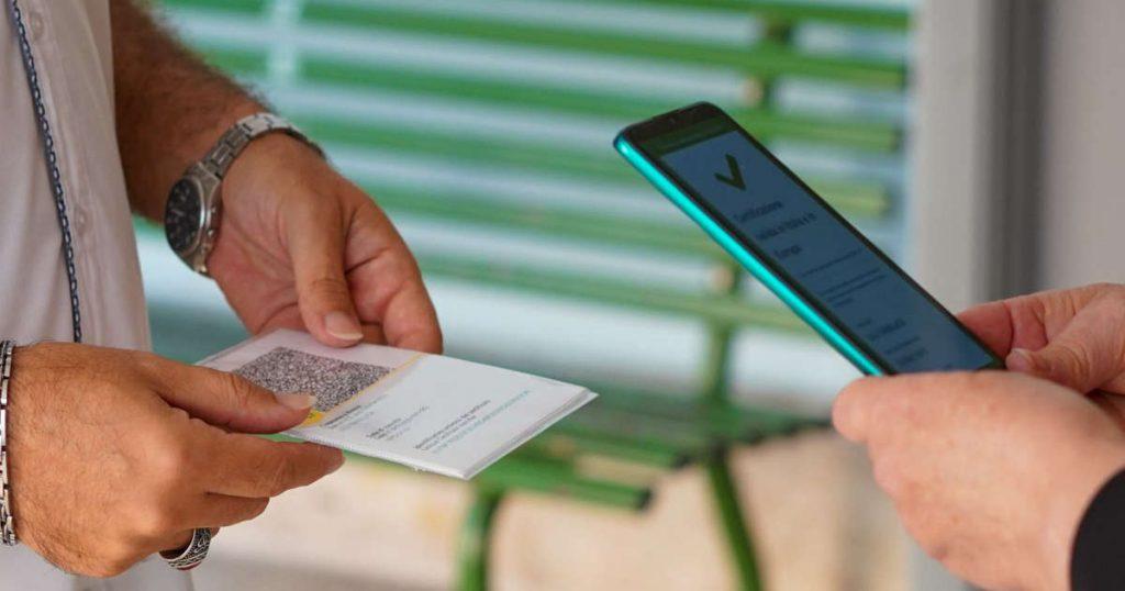 L'Italia introduce requisiti per la trasmissione del COVID nei luoghi di lavoro